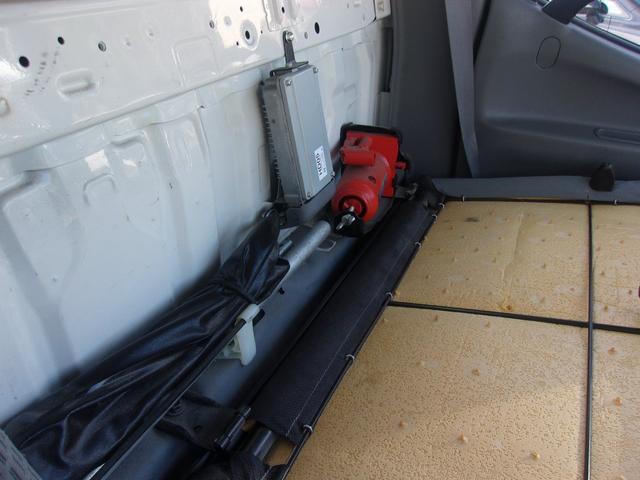 純正の専用工具・応急タイヤも揃っています。ご納車前には、細部まで心を込めてクリーニング致します!