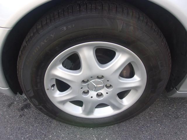 フロントのタイヤとホイールです。タイヤはヒビ割れも無く残り溝も有り、まだまだご使用して頂けます!