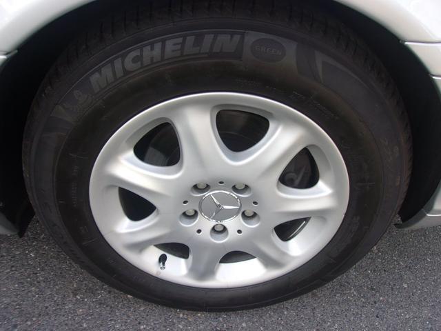 リヤのタイヤとホイールです!フロント同様 タイヤはひび割れも無く残り溝も有り、まだまだご使用して頂けます!