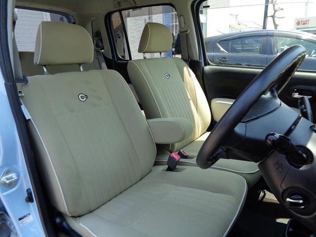 大人二人がゆったり座れるフロントシート!お車にピッタリなレザー調シートカバーなどもお取り扱いしております!