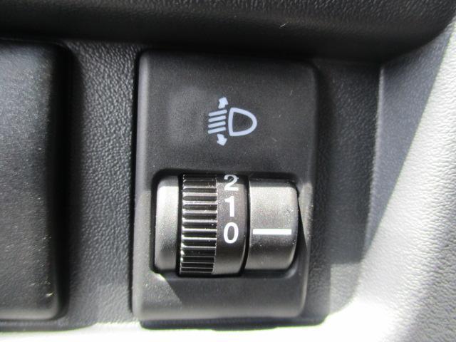 ヘッドライトの角度を微調整するレベリング機能を装備です☆