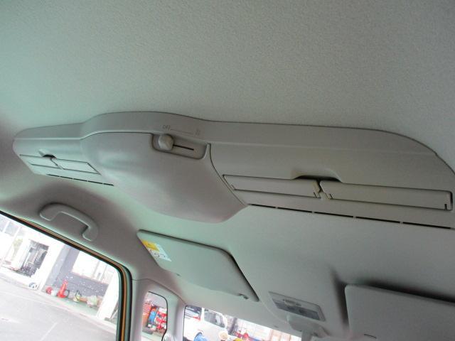 室内の温度を一定にする効果が期待できるサーキュレーターを天井に装備です☆