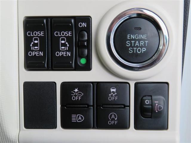 両側電動スライドドア、スマートアシスト付きです。 ポケットやバッグから鍵を出さなくても、らくらくエンジンスタート♪ 乗車人数や荷物の重みで上を向いてしまったヘッドライトの高さを手元で調節出来ます。