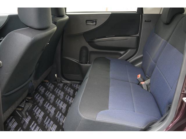 軽自動車ですが、後席の足元もとっても広々しています!家族で使うにもピッタリです!