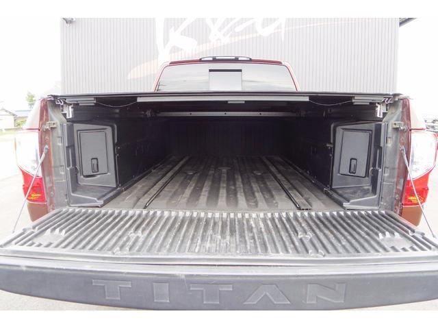 米国日産 タイタン XD4WDV8カミンズディーゼル プラチナム