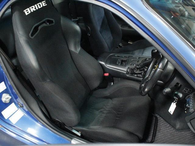 運転席も大きく目立つキズや汚れはありません。気持ちよくご使用いただけます。