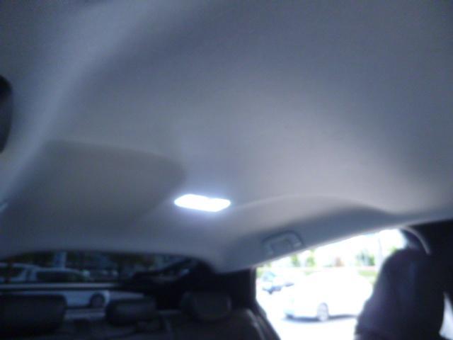 室内灯もすべてLEDバルブに交換してあります。