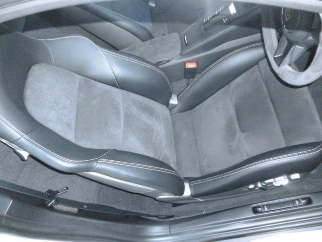 GT4 PCCB スポーツクロノ レザーインテリア 電動スポーツシート サテンブラックカラーホイール(41枚目)