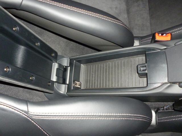 GT4 PCCB スポーツクロノ レザーインテリア 電動スポーツシート サテンブラックカラーホイール(59枚目)
