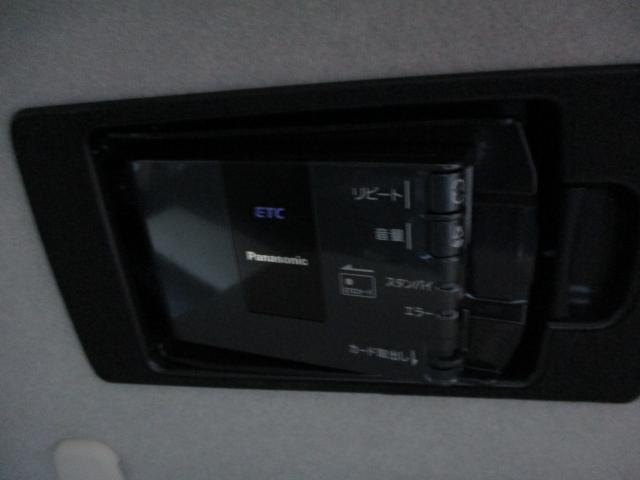 天井に収納できるスマートインETC装備で、高速道路もスムーズに走っていただけます。