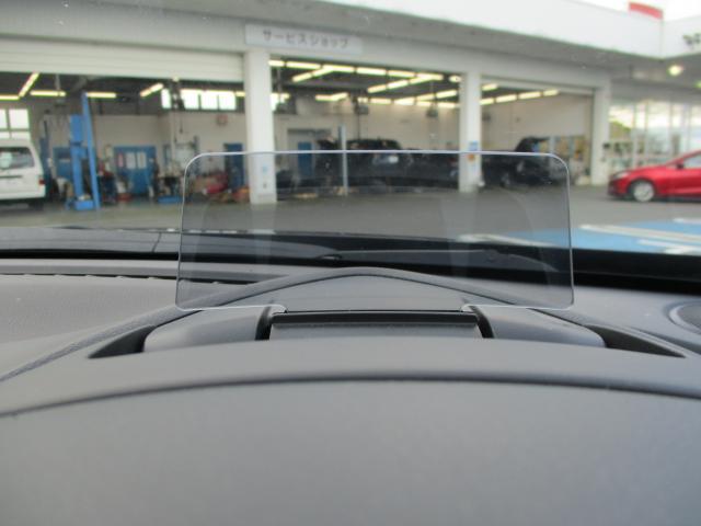 アクティブドライビングディスプレイは遠くを見ながら運転をしつつメーター内の情報を目線をずらさず確認できます。よそ見が減る事で事故率の低減に