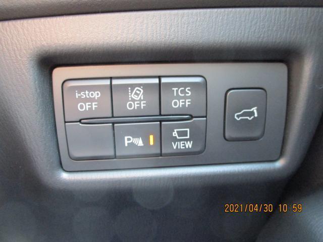 リアゲートは電動式になっており運転席からでも開け閉め可能です。