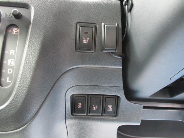 運転席、助手席ともシートヒーターが付いています。冬場エアコンが効くまではすぐに温まるシートヒーターはあれば嬉しい装備です。