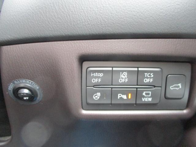 車線逸脱警報システムやパーキングセンサー他、安全装備の詳細はスタッフにお尋ねください。リアゲートは電動で開閉可能です。