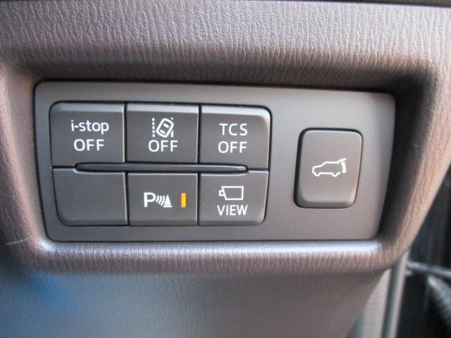 リアゲートは電動しーとになっており、運転席からでも開け閉めが可能です。