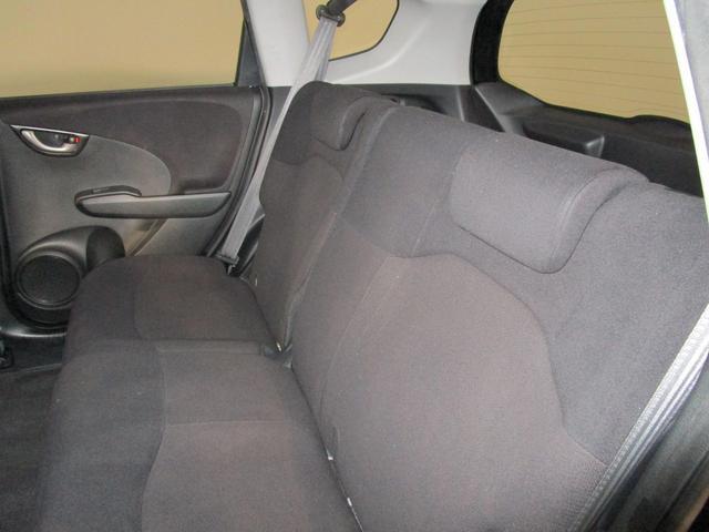 ◆後部座席も広々とした快適空間です♪長距離ドライブも楽しめますよ☆内装クリーニングも施工済みです♪お買い特車が沢山揃った三重県のポイント5津店に是非一度ご来店下さい☆きっとお好みの車が見つかります◆