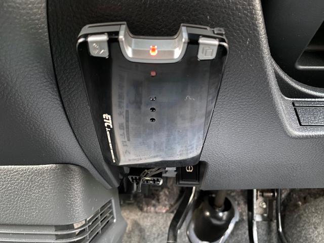 ETC装着車です。料金所での渋滞を軽減できます。高速料金払いも楽々です。