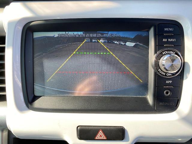 この車は、バックカメラを装着しております。後方確認が出来、とても便利です。