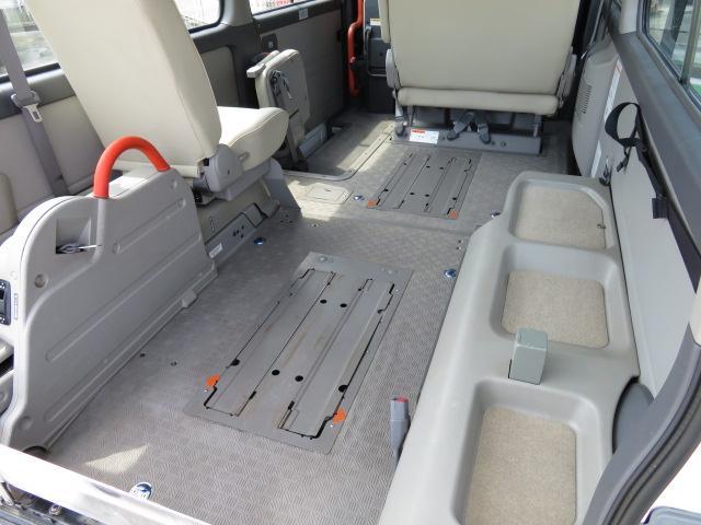 日産 キャラバンバス チェアキャブ福祉車両 M仕様リフト 10人2台 電動ステップ