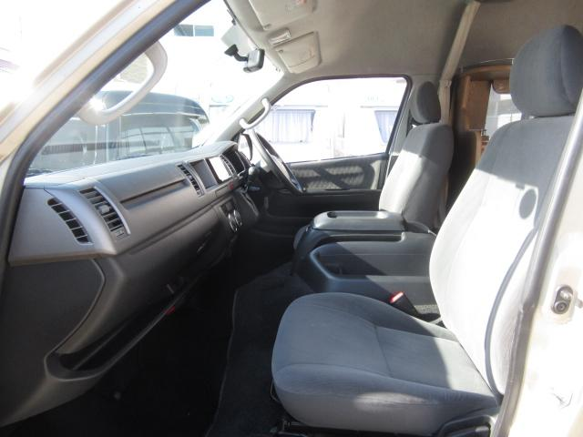 トヨタ ハイエースバン レクビィ プラス 1500wインバーター