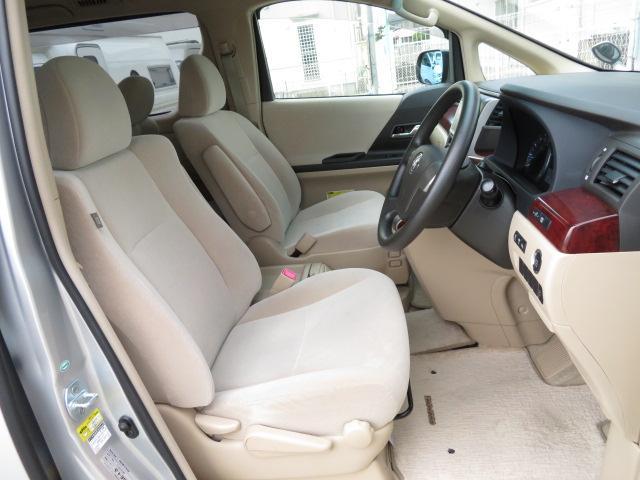 運転席♪ファブリックシート採用で長距離ドライブも快適です♪☆お問い合わせ先☆ TEL0584-62-1155 福祉車輌