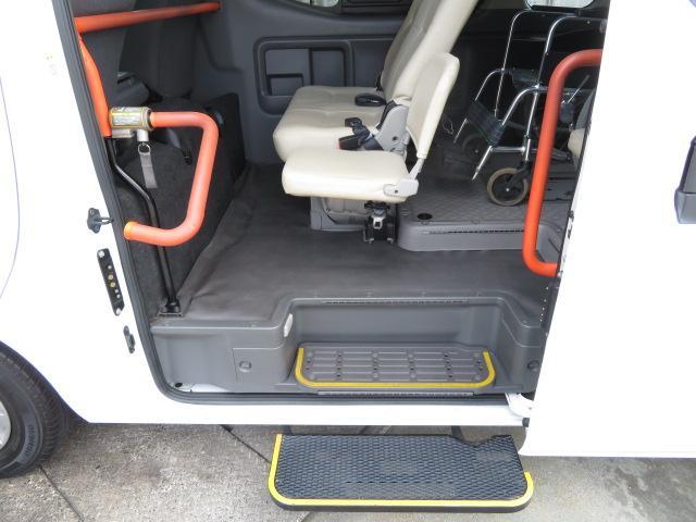 日産 NV350キャラバンバン チェアキャブ M仕様 10人乗り 車いす2台固定 Bカメラ