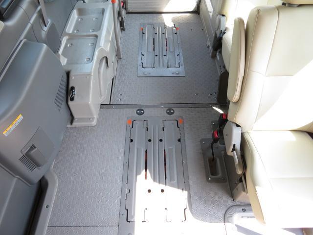 日産 NV350キャラバンバン チェアキャブ M仕様 車いす2台固定 10人乗り 軽油4WD