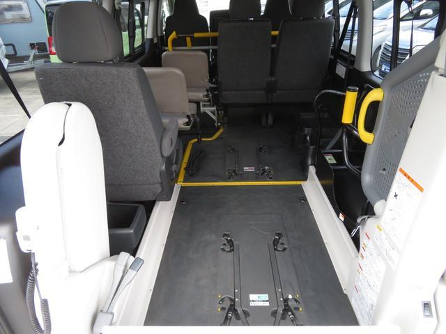 ウェルキャブ Bタイプ 10人乗り 車いす2台固定(5枚目)