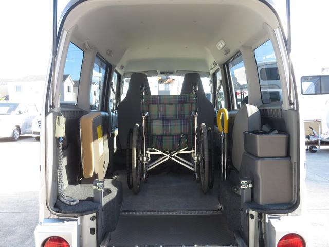 チェアキャブ スロープ 補助席付き 4人乗り 電動ウィンチ(8枚目)