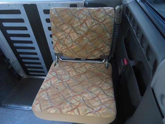 チェアキャブ スロープ 補助席付き 4人乗り 電動ウィンチ(13枚目)