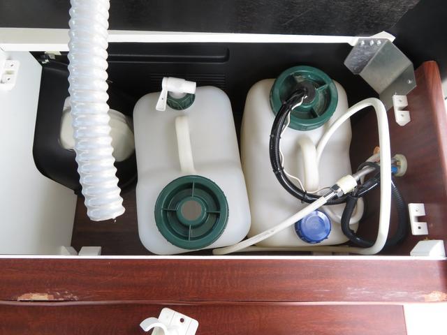 デルタリンク キャンピング 4WD 8ナンバーキャンピング ファスプシート シンク 給水排水タンク コンロ フルフラットベッド 就寝3名 SDナビ バックカメラ ETCユニット(14枚目)