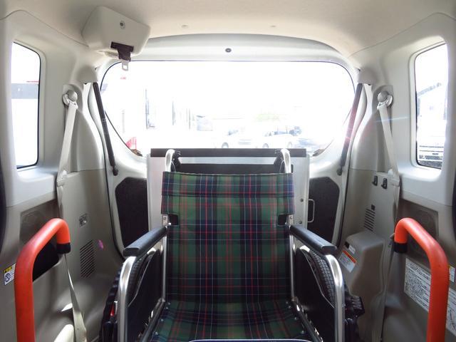 車いすの方が乗車しても、十分に広さがあるお車です〇