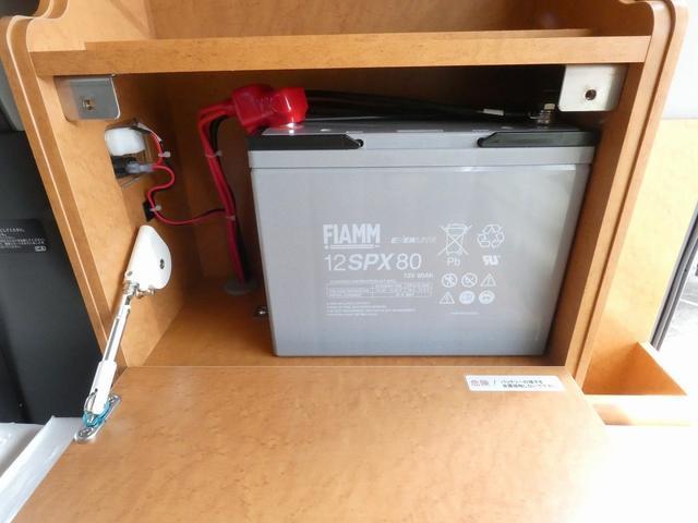 ダイハツクラフト製 楽旅 サブバッテリー 走行充電 インバーター350W カーテン ベッドキット ナビ バックカメラ ETC 切り替え4WD パワーミラー(18枚目)