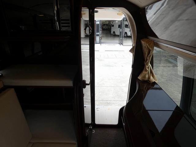 FOCS Di フジカーズジャパン製8ナンバーキャンピングカー 高断熱 ツインサブバッテリー インバーター1500W 2段ベッド エクストラベッドマット 2ルーム仕様 ヒッチメンバー FFヒーター(10枚目)