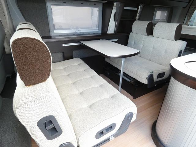 トイファクトリー製バーデン 8ナンバーキャンピングカー サブバッテリー 走行充電 外部充電 インバーター シンク 冷蔵庫 常設ベッド オプション延長ベッド 出窓仕様 断熱(3枚目)
