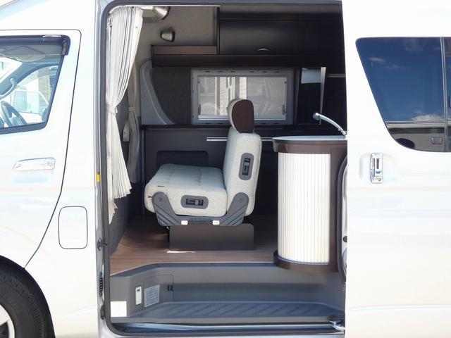 トイファクトリー製バーデン 8ナンバーキャンピングカー サブバッテリー 走行充電 外部充電 インバーター シンク 冷蔵庫 常設ベッド オプション延長ベッド 出窓仕様 断熱(6枚目)