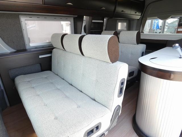 トイファクトリー製バーデン 8ナンバーキャンピングカー サブバッテリー 走行充電 外部充電 インバーター シンク 冷蔵庫 常設ベッド オプション延長ベッド 出窓仕様 断熱(7枚目)