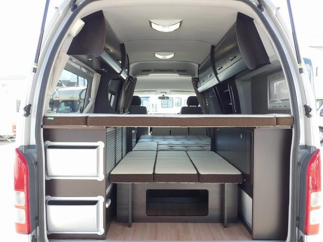 トイファクトリー製バーデン 8ナンバーキャンピングカー サブバッテリー 走行充電 外部充電 インバーター シンク 冷蔵庫 常設ベッド オプション延長ベッド 出窓仕様 断熱(14枚目)