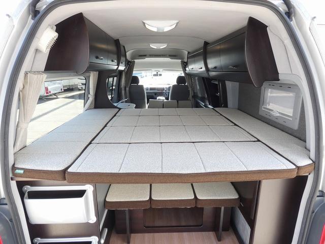 トイファクトリー製バーデン 8ナンバーキャンピングカー サブバッテリー 走行充電 外部充電 インバーター シンク 冷蔵庫 常設ベッド オプション延長ベッド 出窓仕様 断熱(15枚目)