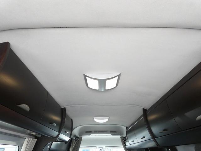 トイファクトリー製バーデン 8ナンバーキャンピングカー サブバッテリー 走行充電 外部充電 インバーター シンク 冷蔵庫 常設ベッド オプション延長ベッド 出窓仕様 断熱(17枚目)