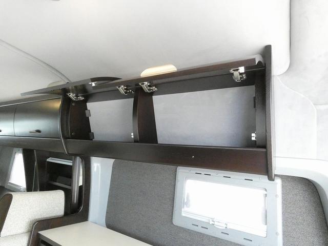 トイファクトリー製バーデン 8ナンバーキャンピングカー サブバッテリー 走行充電 外部充電 インバーター シンク 冷蔵庫 常設ベッド オプション延長ベッド 出窓仕様 断熱(24枚目)