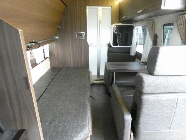 レクビィ カントリークラブ スーペリア 8ナンバキャンピングカー 4WD トリプルサブバッテリー インバーター1500W ルームエアコン シャワールーム ヒートエクスチェンジャー 温水システム 2段ベッド(6枚目)