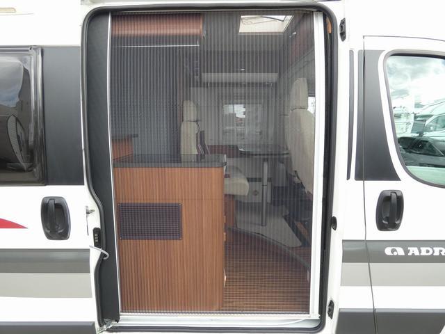 デュカト アドリア ツイン540SPT 8ナンバーキャンピングカー アラウンドビューモニター ツインサブバッテリー 走行充電 外部充電 ソーラーパネル ガスボイラーヒーター インバーター1500W リア常設ベッド カセットトイレ(3枚目)