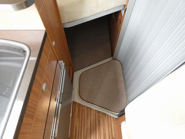 デュカト アドリア ツイン540SPT 8ナンバーキャンピングカー アラウンドビューモニター ツインサブバッテリー 走行充電 外部充電 ソーラーパネル ガスボイラーヒーター インバーター1500W リア常設ベッド カセットトイレ(17枚目)