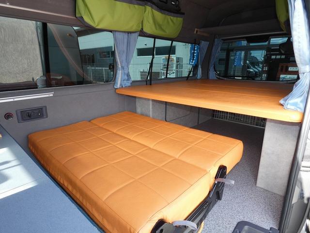 ピーズクラフト クラフトキャンパー 8ナンバーキャンピングカー サブバッテリー 走行充電 シンク FFヒーター リアクーラーヒーター 常設ベッド トランスポーター ファスプシート ナビ バックカメラ ETC ABS(3枚目)