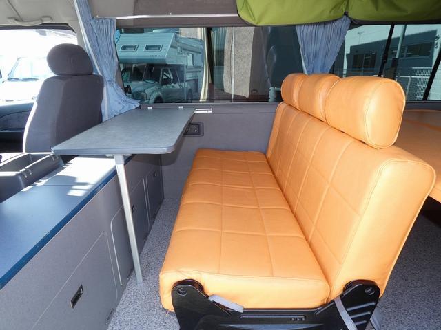 ピーズクラフト クラフトキャンパー 8ナンバーキャンピングカー サブバッテリー 走行充電 シンク FFヒーター リアクーラーヒーター 常設ベッド トランスポーター ファスプシート ナビ バックカメラ ETC ABS(10枚目)