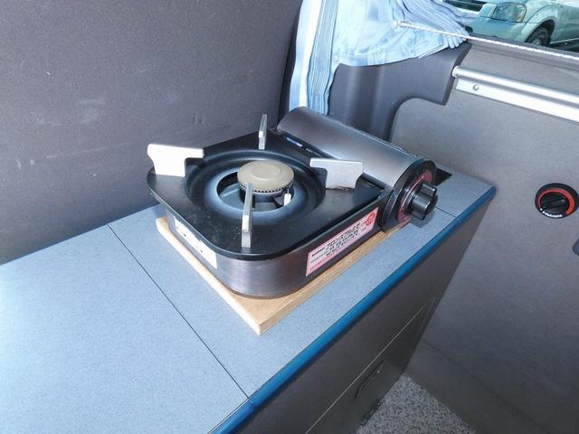 ピーズクラフト クラフトキャンパー 8ナンバーキャンピングカー サブバッテリー 走行充電 シンク FFヒーター リアクーラーヒーター 常設ベッド トランスポーター ファスプシート ナビ バックカメラ ETC ABS(13枚目)