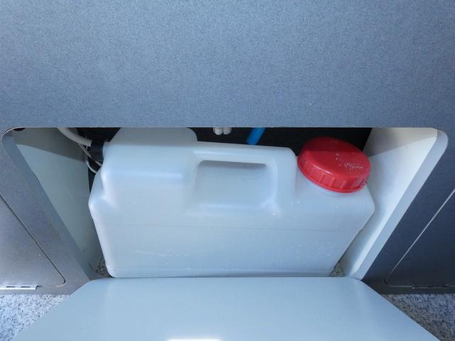 ピーズクラフト クラフトキャンパー 8ナンバーキャンピングカー サブバッテリー 走行充電 シンク FFヒーター リアクーラーヒーター 常設ベッド トランスポーター ファスプシート ナビ バックカメラ ETC ABS(15枚目)