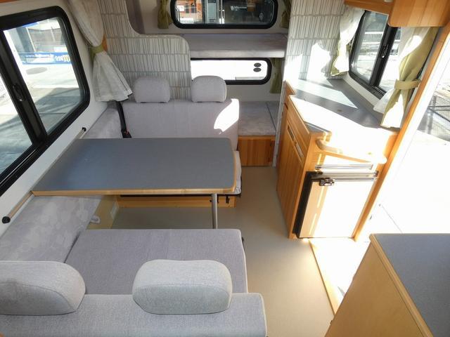 AtoZ アミティ 8ナンバーキャンピングカー サブバッテリー 走行充電 外部電源 リアTV シンク 冷蔵庫 常設2段ベッド マックスファン バックモニター 走行用リアクーラー(4枚目)