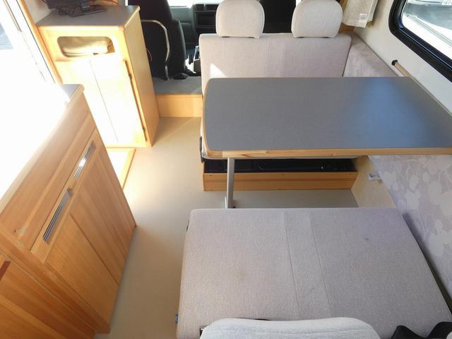 AtoZ アミティ 8ナンバーキャンピングカー サブバッテリー 走行充電 外部電源 リアTV シンク 冷蔵庫 常設2段ベッド マックスファン バックモニター 走行用リアクーラー(8枚目)